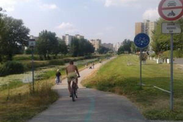 Cyklotrasa spojí Petržalku s Rakúskom. Petržalčania zatiaľ najviac využívajú cyklistické chodníky pozdĺž Chorvátskeho ramena a pri Malom Dunaji.