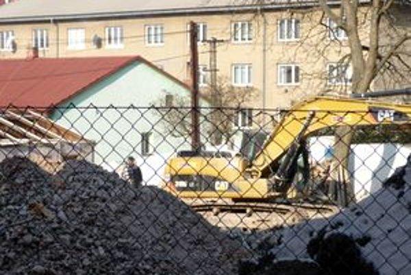 Historický Zelený dom zbúrali. Na mieste, kde stál, ostali hromady sutiny.