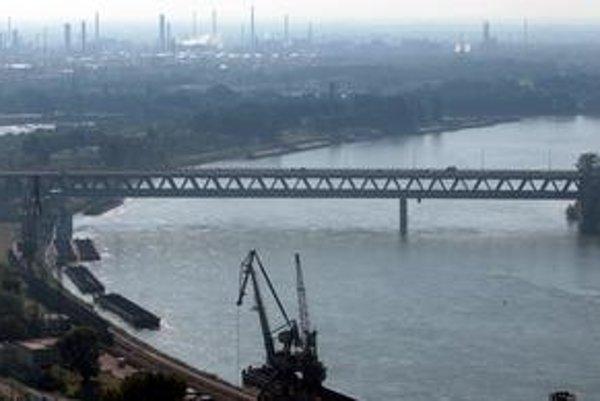 Prístavný most sa rozširovať nebude.