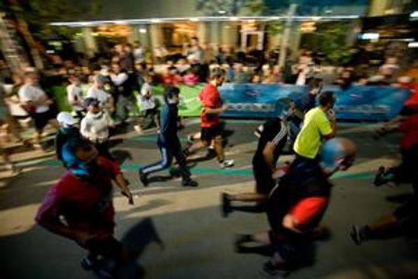 Týždeň mobility propagovali aj bežci. Nočný beh mestom sa konal v sobotu.
