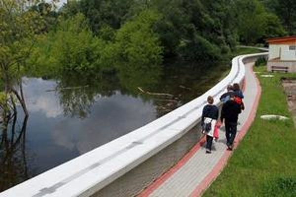 Časť protipovodňovej ochrany v Devíne.