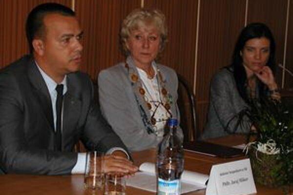 Minister hospodárstva Juraj Miškov navštívil najväčšiu firmu v Novej Bani a stretol sa s podnikateľmi.