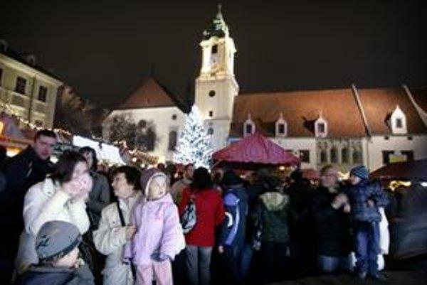 Starú radnicu mali otvoriť v lete. Ľudia si ju mohli počas vianočných trhov pozrieť len zvonku zo strany Hlavného námestia. Neprístupná je aj  expozícia múzea.