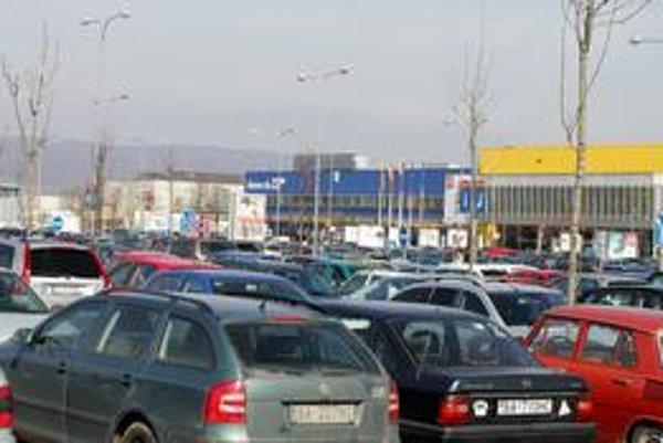 Parkovisko pri Ikei má dnes 1068 miest.