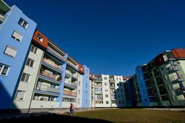 Na sídlisku Muškát na okraji Pezinka stojí aj veľký bytový dom zaťažený dlhoročným súdnym sporom.