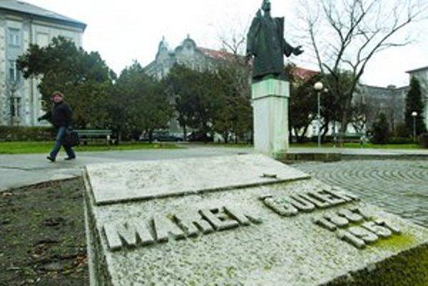 Socha Marka Čulena sa podľa pamiatkarov do susedstva Úradu vlády už nehodí.