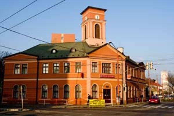 Mestská časť Nové Mesto chcela pred troma rokmi kúpiť budovu známu ako koňka za 12 miliónov, teraz má v rozpočte na jej kúpu takmer trikrát toľko.