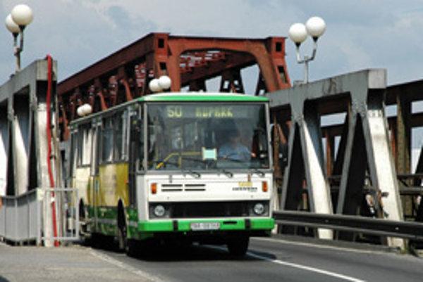 Od Silvestra je Starý most uzavretý pre autá, uzávera má trvať dva roky.