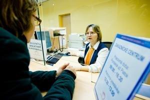 Lístky na vlak sa predávajú v podchode v pracovných dňoch v čase od 9.00 do 16.30.