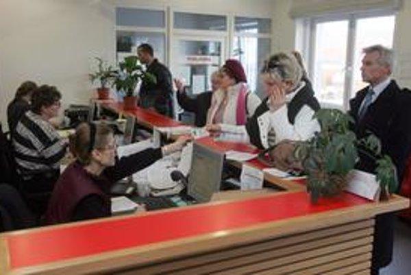 Vo februári, po termíne priznania k dani z nehnuteľnosti, sa daňové pracovisko presťahuje z Bazovej na Blagojevovu ulicu v Petržalke. Pre daňovníkov tam bude osem vyhradených miest na parkovanie, z toho dve pre telesne postihnutých.