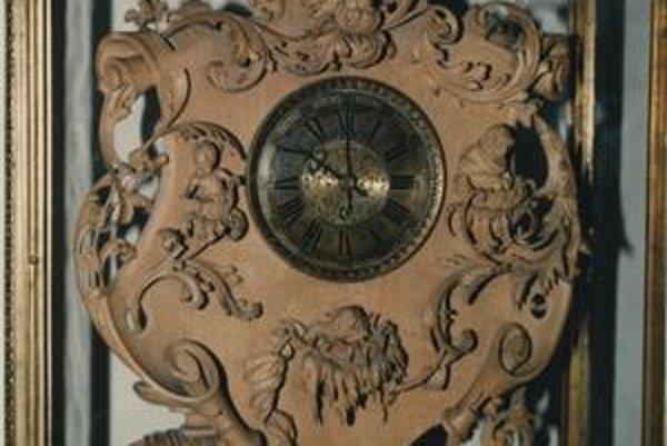 Väčšina hodín v múzeuje z dielní bratislavských majstrov.