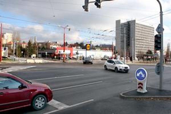 Dopravný podnik plánoval vybudovať ďalšie obratisko pre autobusy MHD. Vystavať sa malo za benzínovým čerpadlom pri Lidli.  Projekt ale brzdia nevysporiadané pozemky.