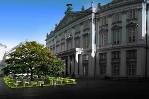 Kde nájdete internet v centre mesta? Čítajte na lavičkách!