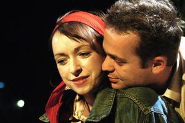 Medzi Táňou Vilhelmovou a Mariánom Miezgom to podľa kritikov na scéne iskrí.