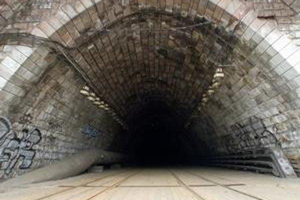 Tunelom už električky nejazdia, začína sa jeho rekonštrukcia.