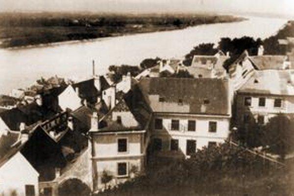 Pohľad z Vodného vrchu na Dunaj.