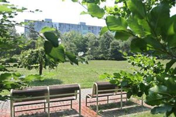 V urbanistickej štúdii Ružinovská-východ sa podľa miestneho úradu navrhuje dvanásť zmien v prospech zelene. K plochám, ktoré majú ostať zelené, patrí aj park medzi Súmračnou a Ostredkovou.