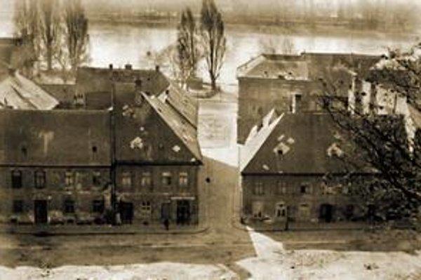 Pohľad do Kálalovej ulice, v popredí Vydrica, okolo 1967.