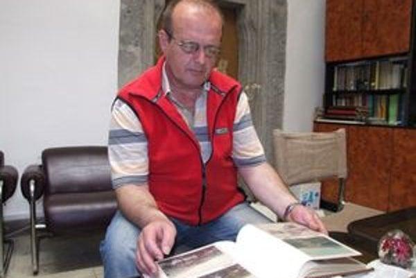 Jaroslav Brodziansky má vo svojej zbierke viac ako tisíc starých pohľadníc.
