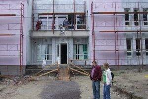 Rekonštrukciu kultúrneho domu by v Jastrabej mali ukončiť budúci mesiac.