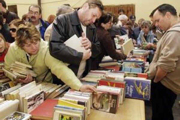Na prvej burze kníh v roku 2007 v Mestskej knižnici sa predalo 7230 kníh, spolu sa vyzbieralo 36 150 korún.