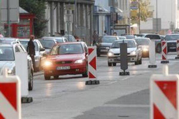 Mesto na opravy ciest tento rok vyčlenilo 15 miliónov eur. Posledná veľká rozkopávka bola na Mýtnej.