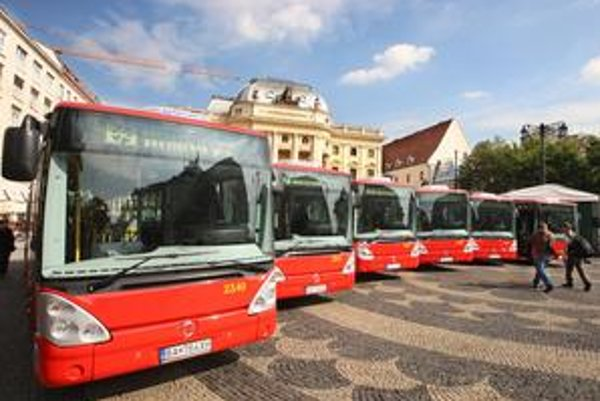 Nové autobusy mesto vyšli na 7,5 milióna eur bez DPH. Od konca septembra jazdia napríklad na linke 50.