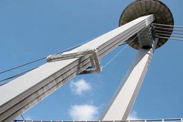 Petržalskí poslanci sú za ponechanie názvu Nový most. Takto sa nazýva od roku 1993. Od 70. rokov sa volal Most SNP.