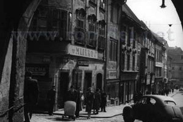 V päťdesiatych rokoch minulého storočia jazdili po Michalskej autá.
