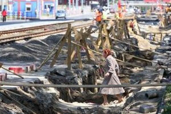 Mesto čakajú veľké stavby  električka aj vlak popod mesto. Rozkopávok na cestách však má byť menej.