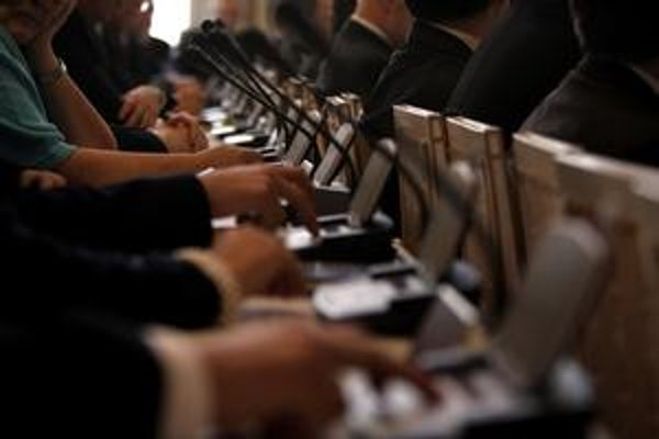 Bratislavských poslancov bude po tohtoročných komunálnych voľbách menej – aj mestských, aj miestnych.