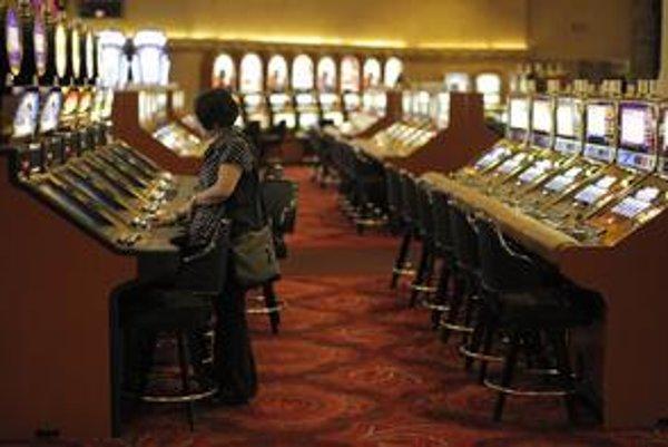 Projekt s kasínom v Bratislave môže na dani z pridanej hodnoty  priniesť 600 miliónov eur ročne. Mnohí obyvatelia sa však nových herní obávajú.