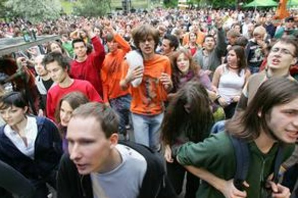 V Mlynskej doline žije viac ako 6500 vysokoškolákov. Zabávajú sa aj na pravidelnej májovej akcii Bažant na Mlynoch.