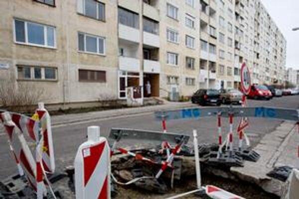 Petržalka je najľudnatejšou mestskou časťou. Ľudí tu trápi doprava a psičkári.