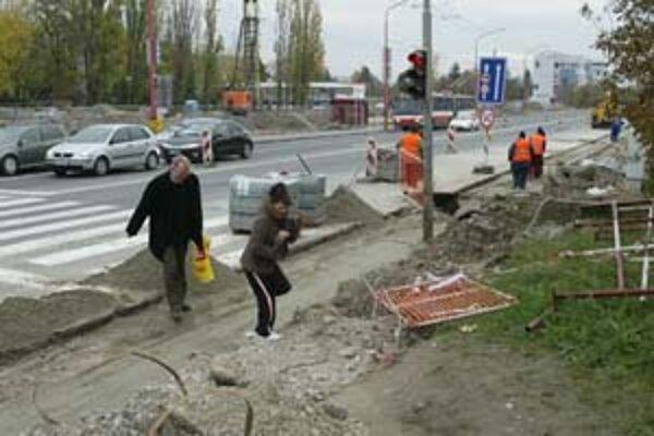 Gagarinovu ulicu rozšíria, preložia tu verejné osvetlenie a postavia nové semafory.