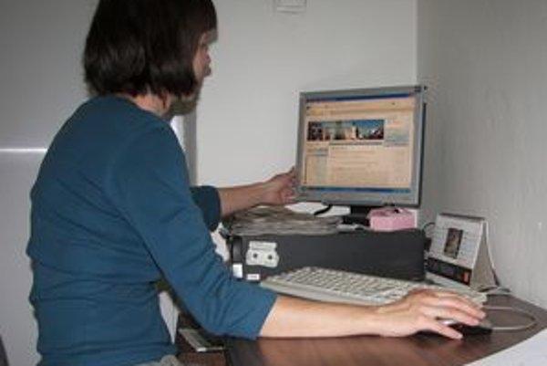 Diskusné fórum na novobanskej stránke sa zvrhlo na osočovanie.