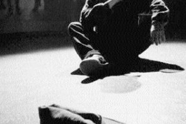 """V Štúdiu 12 sa v piatok a v sobotu koná medzinárodný festival bezdomoveckých divadiel """"Error"""". Predstavia sa divadelné zoskupenia z krajín V4: divadlo Ježek a Čížek z Prahy (na snímke) s hrou Mistr Cvi a Nikoli sen. Divadlo AHA z Maďarska vystúpi s hrou"""