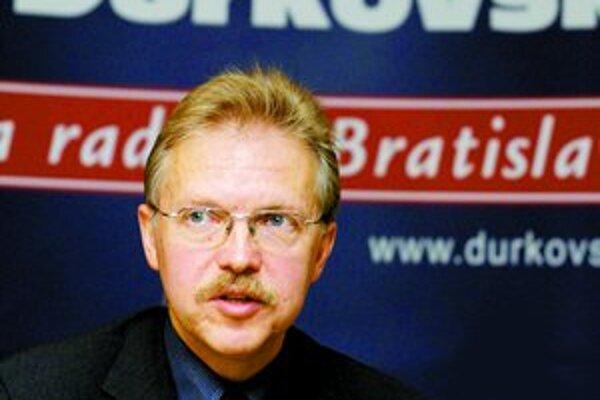 Primátor Bratislavy Andrej Ďurkovský je vo funkcii druhé volebné obdobie, v komunálnej politike je však už dlhé roky. Hovorí, že samospráva je dnes zložitý systém, ktorý treba ovládať a vyžaduje skúsenosti.
