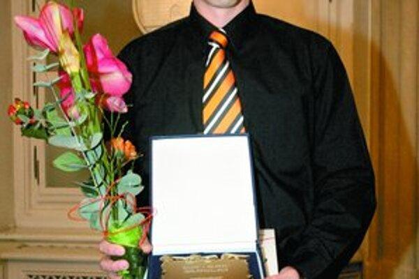 Kapitán futsalového Slov–maticu s cenou pre najúspešnejší športový kolektív Bratislavy za rok 2007.