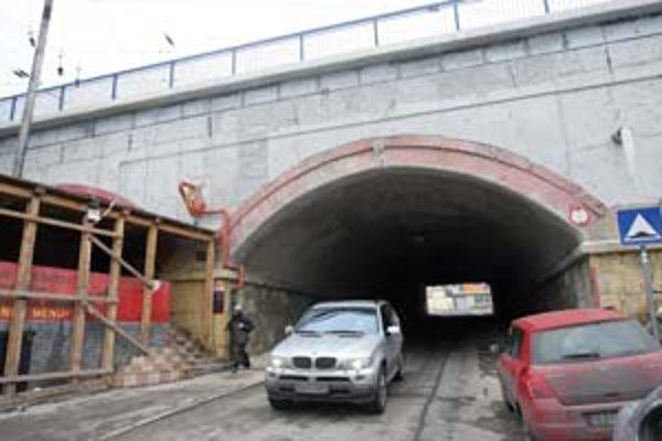 Tunel pod železničným mostom, ústiaci zo Žabotovej ulice na Jaskov rad, je po polroku opäť prejazdný.