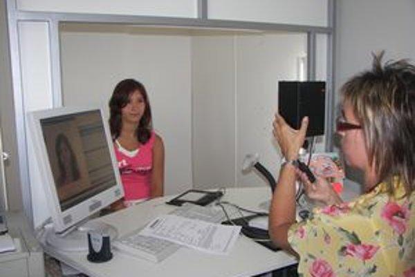 K digitálnej fotografii pribudnú v pasoch odtlačky prstov.