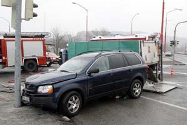 Nehody sú bežnou súčasťou rannej špičky v meste. Pri námraze však ich počet hneď stúpa.