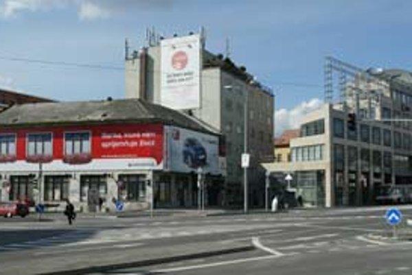Investor vlastní dom, v ktorom bolo divadlo Astorka, chce však kúpiť aj vedľajšiu budovu a divadelný priestor vybudovať tam.