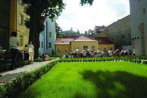Lisztova záhrada, ukrytá v objekte zrekonštruovanej Univerzitnej knižnice. Bude tu letná čitáreň.