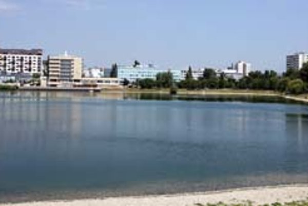 Štrkovecké jazero má podľa obyvateľov Štrkovca zostať rekreačnou zónou.