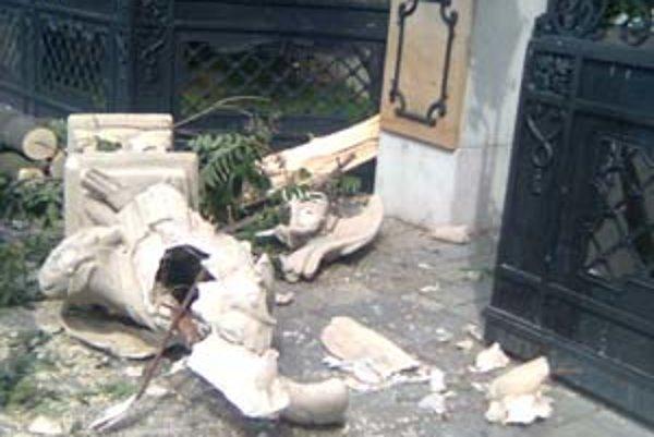 Kópiu sochy archanjela Michala zničil padajúci strom. Zaobstaranie novej by stálo asi 600-tisíc korún.