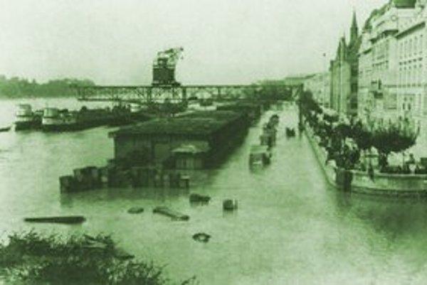Povodeň v Bratislave (1920).