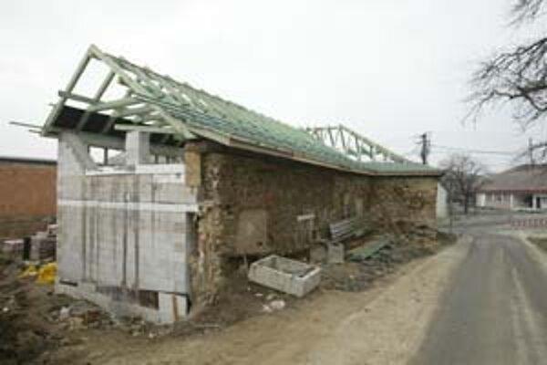 Stavebník dostal pokutu päť miliónov korún za to, že zbúral podstatnú časť kaštieľa v Devíne.