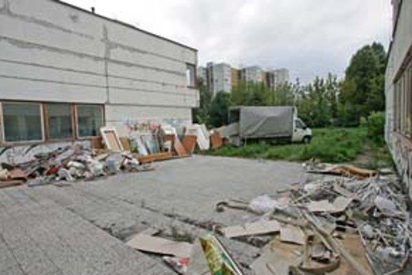 Archív mesta sa bude asi koncom roka sťahovať do budovy bývalej škôlky na Markovej ulici. Tu má byť, kým mu nepostavia novú budovu na Drotárskej ceste.
