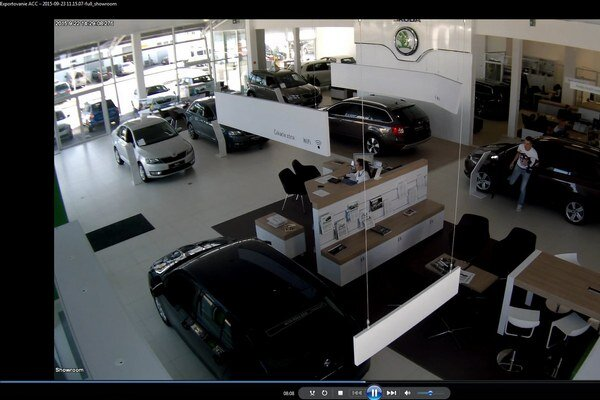 Polícia pátra po mladíkovi z predajne áut na Nitrianskej.